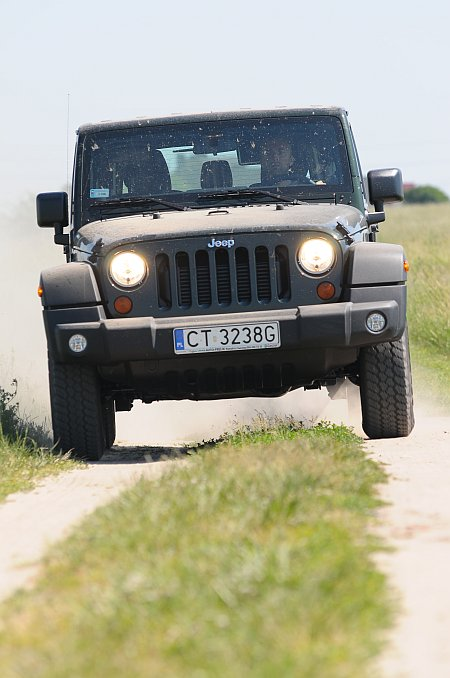 Test Jeep Wrangler Unlimited 2.8 CRD SPORT